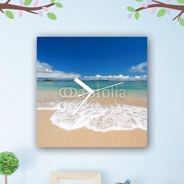 【掛け時計】久高島の砂浜に打ち寄せる透明な波