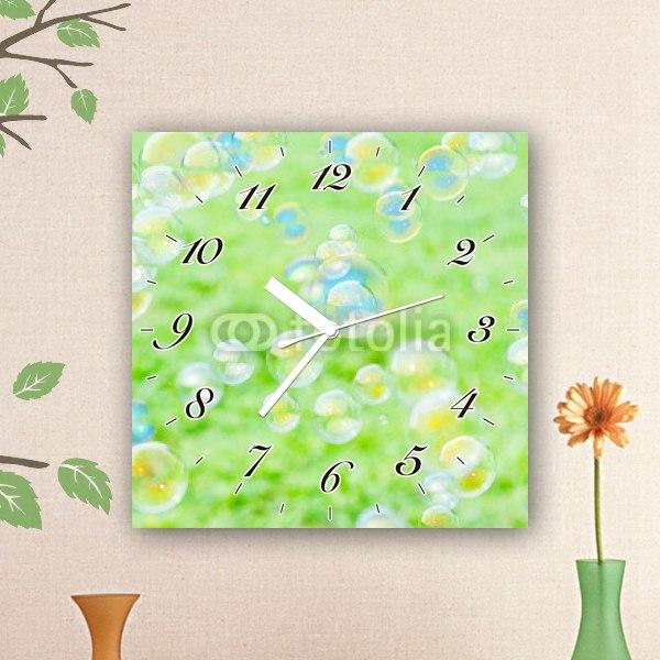 【掛け時計】草原の中のシャボン玉
